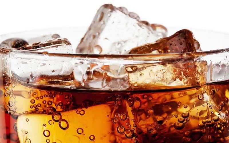 از مصرف نوشیدنیهای گازدار بپرهیزید