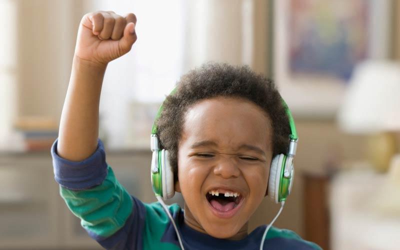 به موسیقی پر انرژی گوش دهید