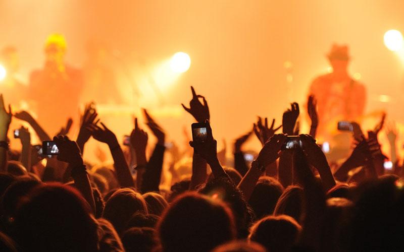 به کنسرت موسیقی بروید