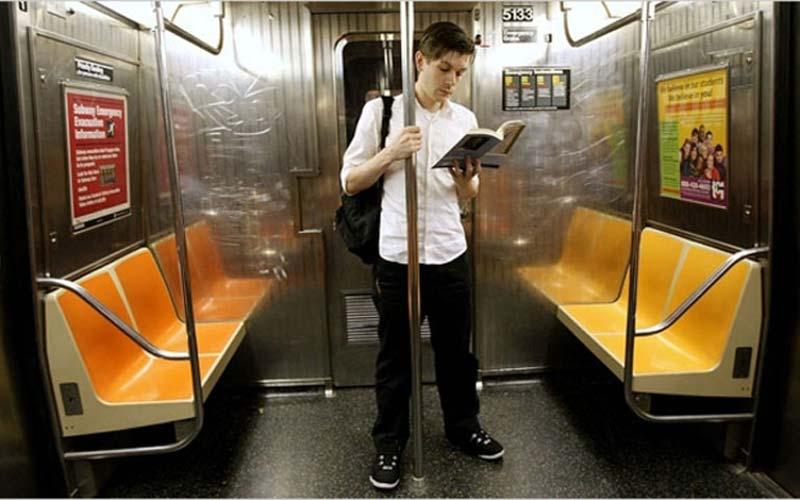 مطالعه در مترو