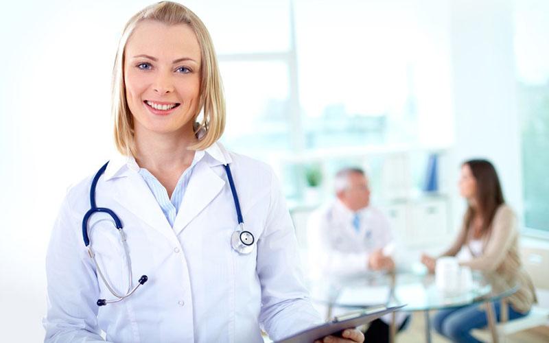پرستار متخصص در بیمارستان محل کارش
