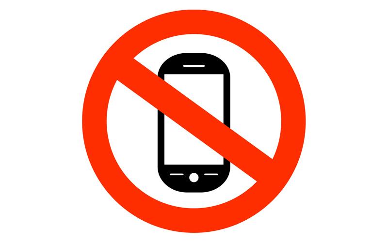 با موبایل نمی خوابند