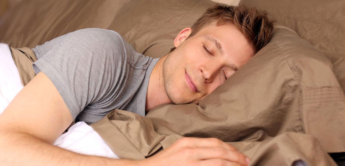 چرا پزشکان توصیه میکنند به پهلوی چپ بخوابیم؟