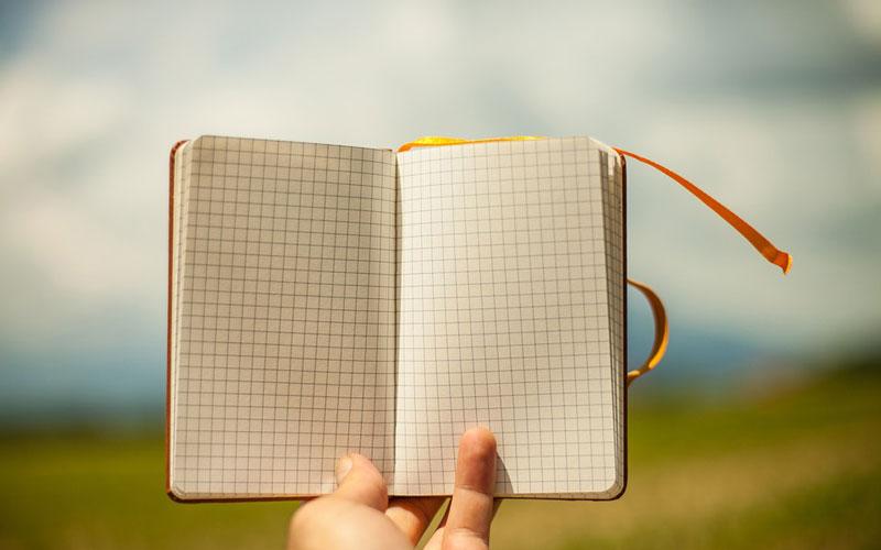 همیشه یک دفترچه یادداشت همراه خودتان داشته باشید
