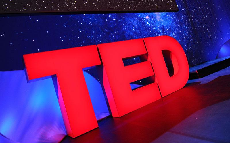 هنگام آشپزی به سخنرانیهای تد گوش کنید