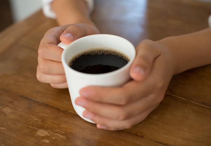 قبل از شروع سخنرانی، یک فنجان قهوه میل کنید.