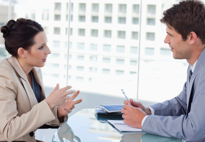 به میز مصاحبه نچسبید و وسایلی را که همراه دارید مدیریت کنید