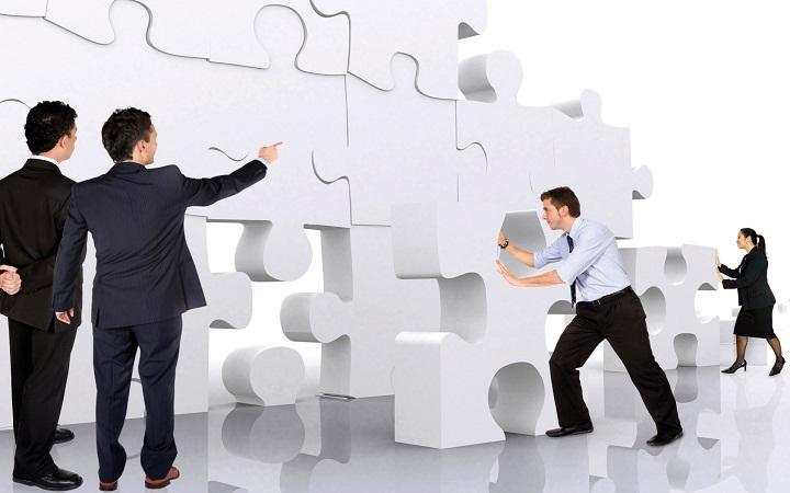 دربارهی مشکلی که در شغل فعلی خود مسئول حل کردن آن بودید توضیح بدهید. چطور آن را حل کردید؟