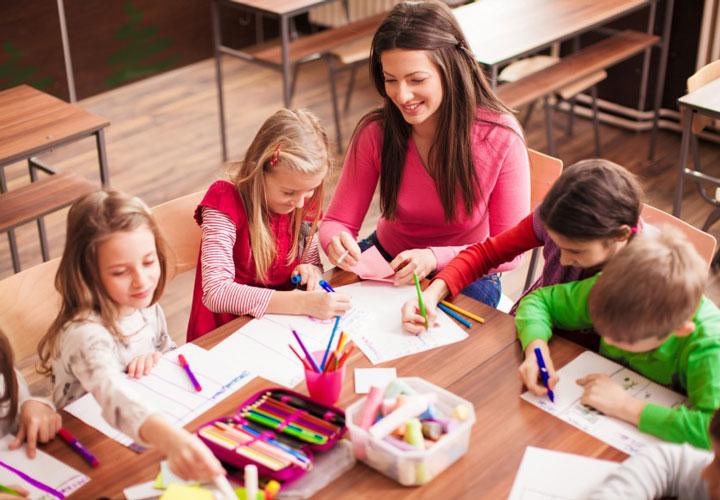 در تنظیم برنامهی درسی و زمانبندی تدریستان انعطافپذیر باشید.