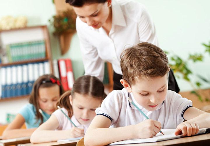 تشویق معلمان کارآمد و بهسازی معلمان ضعیف در افزایش کیفیت آموزش تأثیر دارد.
