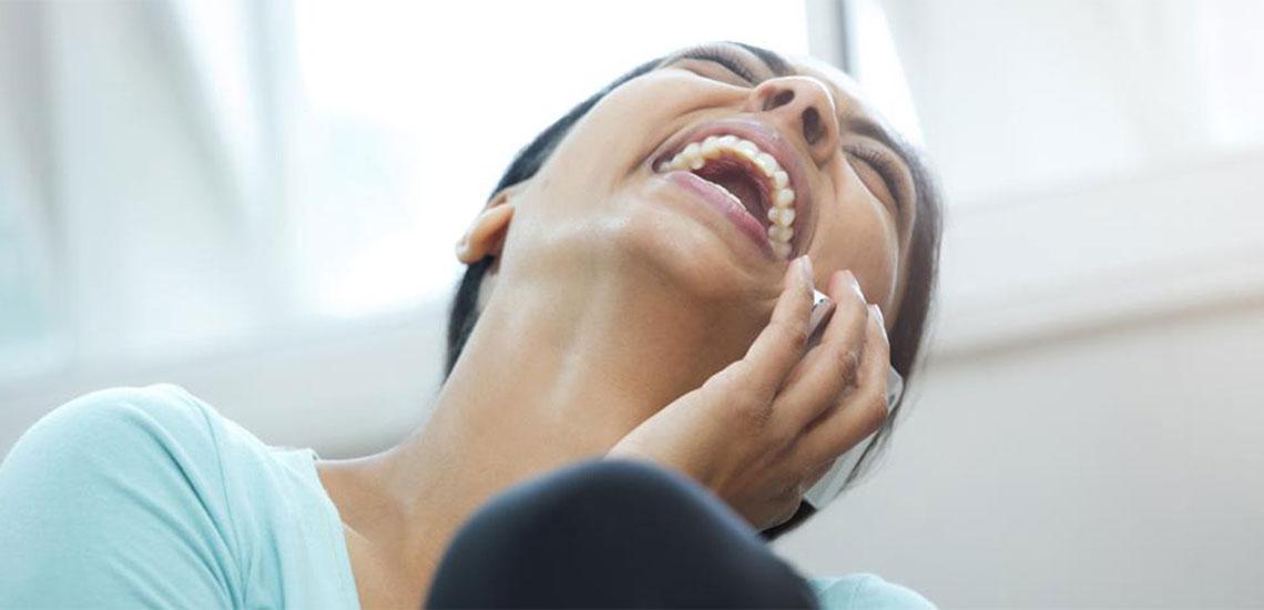 ۲۳ ترفند زبان بدن که شما را دوستداشتنی میکند