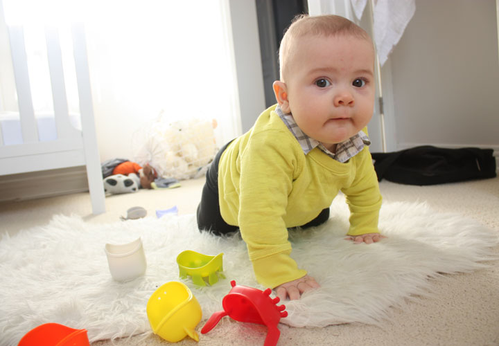 نوزاد آرام میگیرد تا به محیط پیرامونش دقیق شود