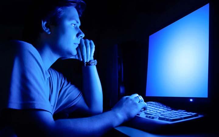 ۳. شبها از نور آبی استفاده نکنید.