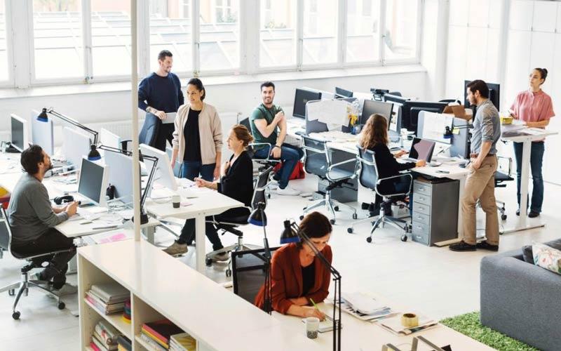 گذراندن یک نیمروز در محل کار آینده