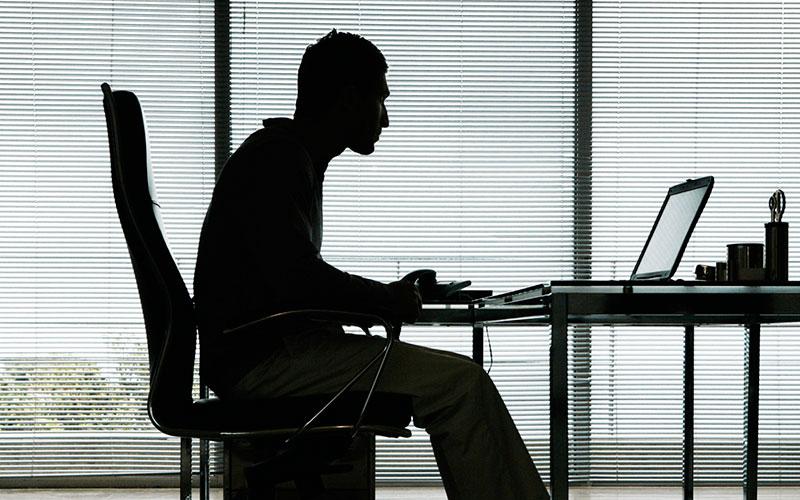 چطور میتوان آسیبهای ناشی از نشستن مداوم را کاهش داد؟