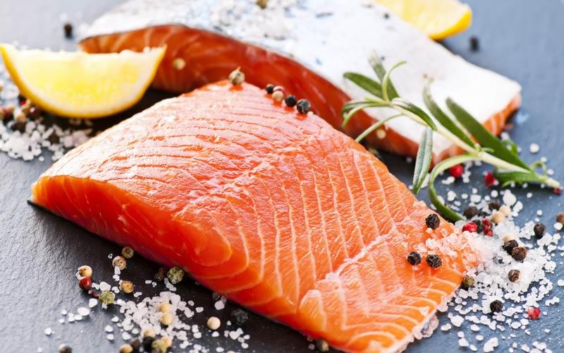 ماهیهایی که اسید چرب امگا ۳ دارند نقش مهمی در کاهش فشار خون بازی میکنند