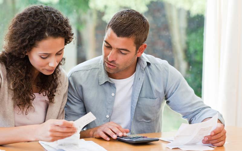 با شریک زندگیتان برنامهای برای پسانداز کردن ایجاد کنید