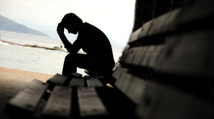 فردی را که مستعد خودکشی است، جدی بگیرید.