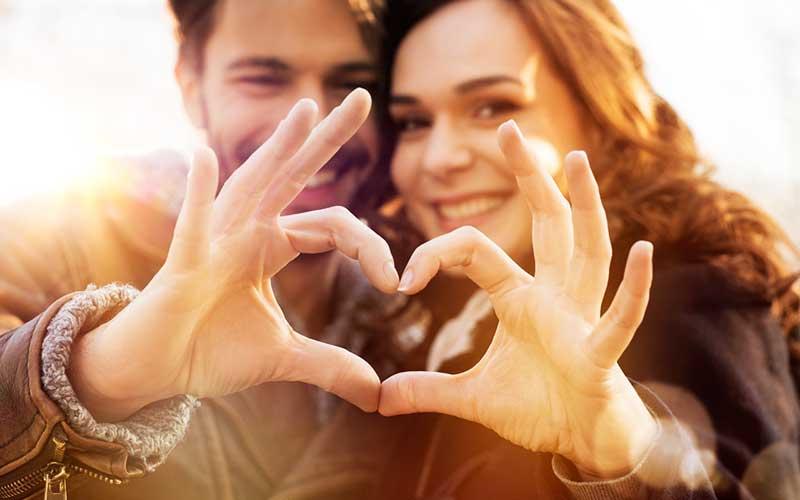۱۵ کار متفاوتی که زوج های خوشبخت انجام میدهند