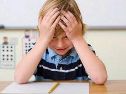 ۱۰ ways to help your child handle school stress