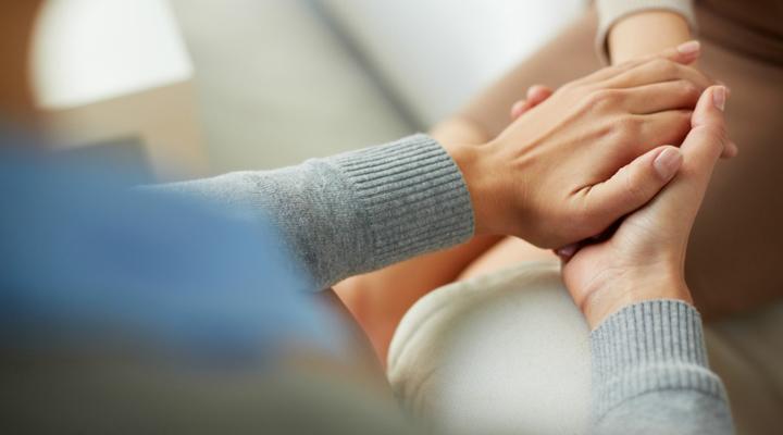 آگاه باشید که رفتار خودکشیگرایانه نشانهی درخواست کمک است.