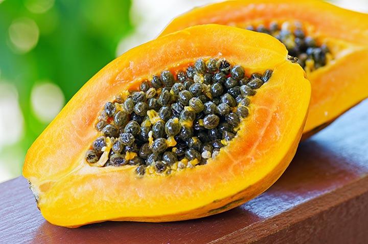 میوهی پاپایا از منابع غنی ویتامین سی به شمار میرود.