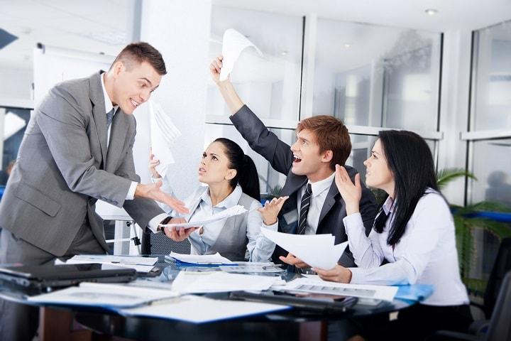 در جلسات به مقام شما احترام نمیگذارند؟
