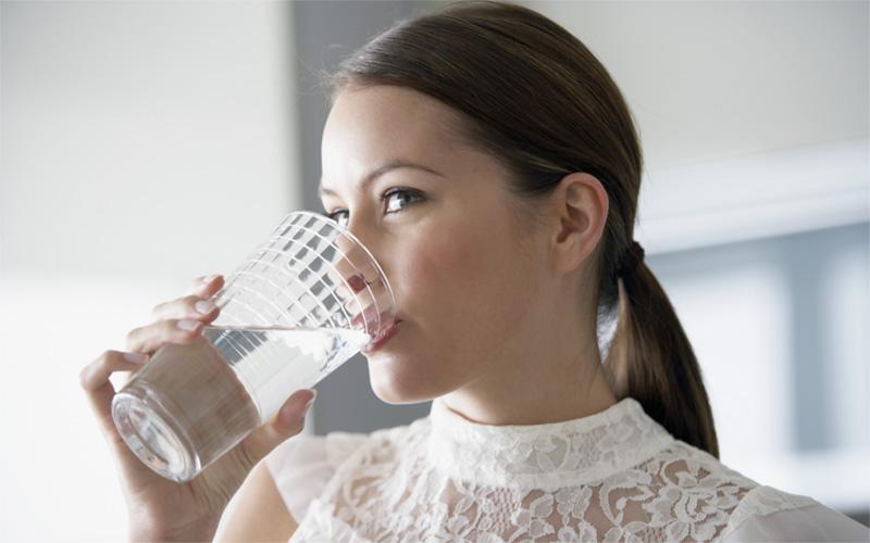 نوشیدن آب در وعده های غذایی روز
