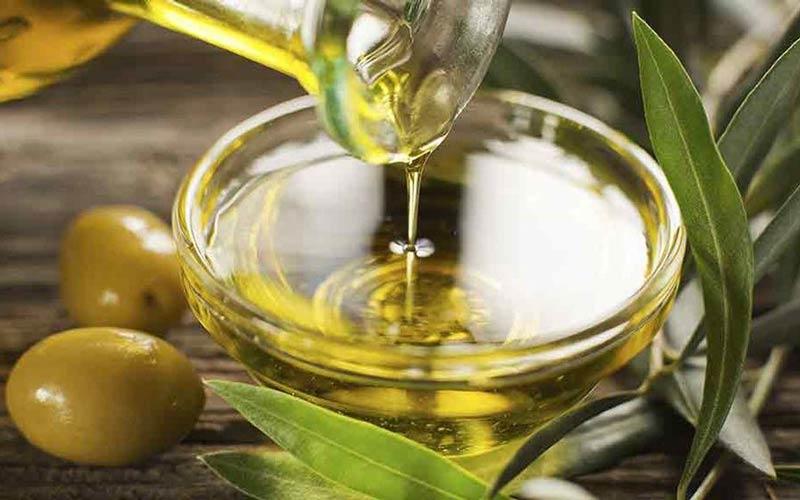روغن زیتون از چربیهای مفید غنی است