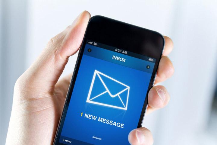 افراد بسیار موفق دفعات مشخصی از روز را به بررسی ایمیلهای خود اختصاص میدهند.