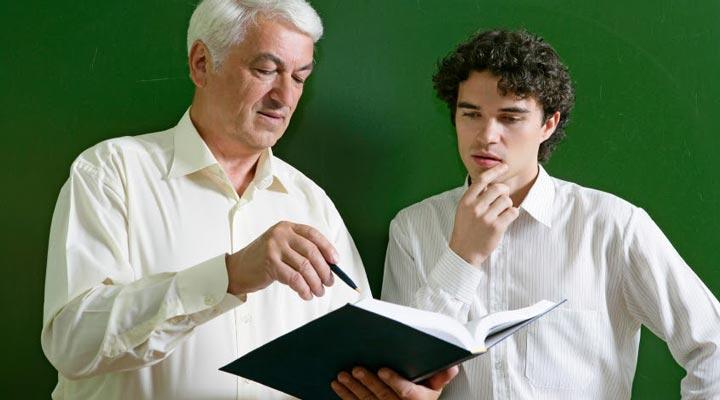 ارتباط با معلم به درس خواندن بهتر کمک میکند.
