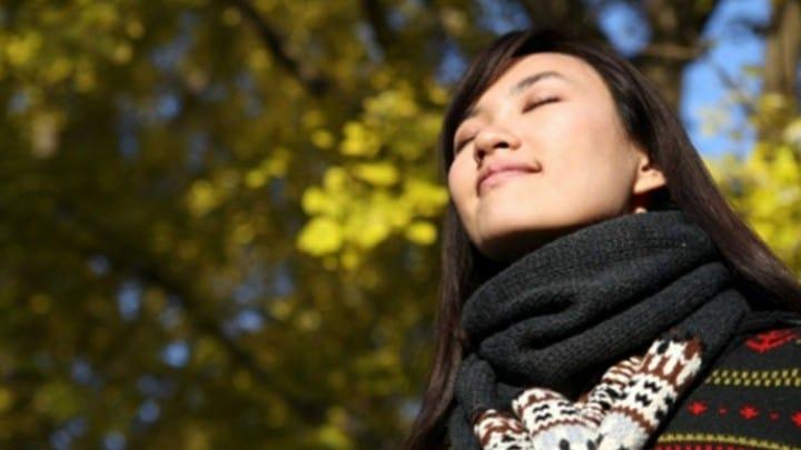هنگام تنگی نفس بر روی تنفس خود تمرکز کنید.
