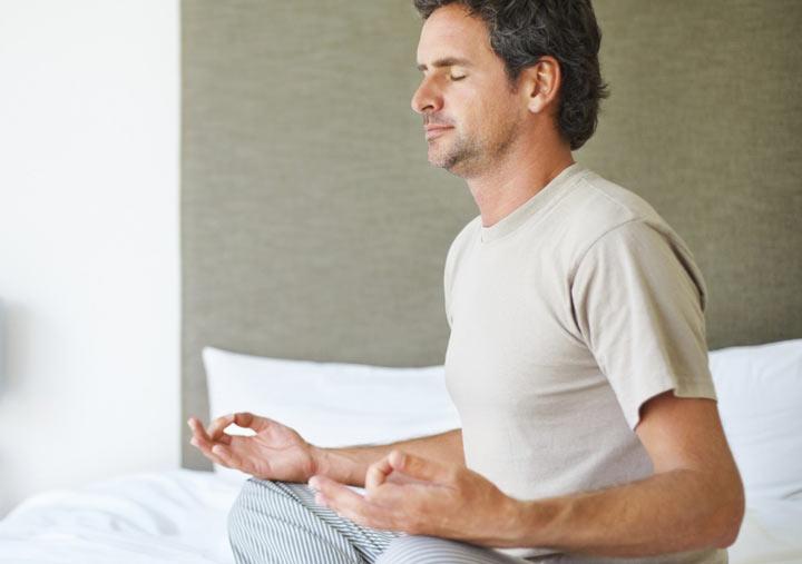 مراقبه ذهن را آرام کرده و خواب را تسهیل می کند.