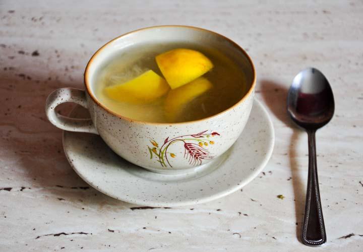 نوشیدن مایعات گرم برای درمان سرماخوردگی
