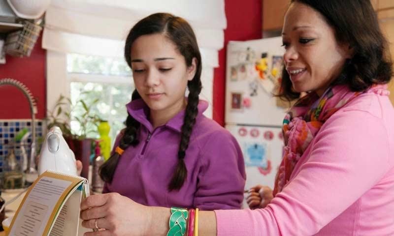 روابط مثبت والدین و فرزندان از اعتیاد آنها پیشگیری میکند