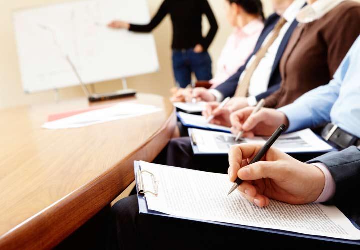 مدیریت استراتژیک منابع انسانی - آموزش کارکنان و پیشرفت آنان