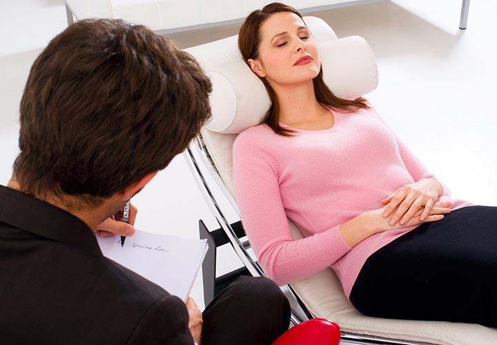 برای درمان اضطراب جدی به رواندرمانگر مراجعه کنید