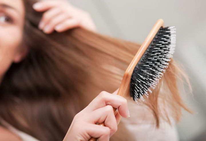 برای درمان موخوره موهای تان را درست برس بزنید
