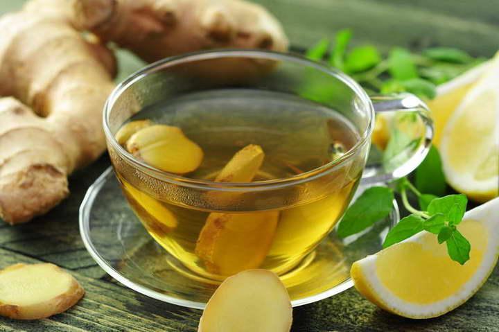 برای درمان خانگی معده درد، چای زنجبیل بنوشید