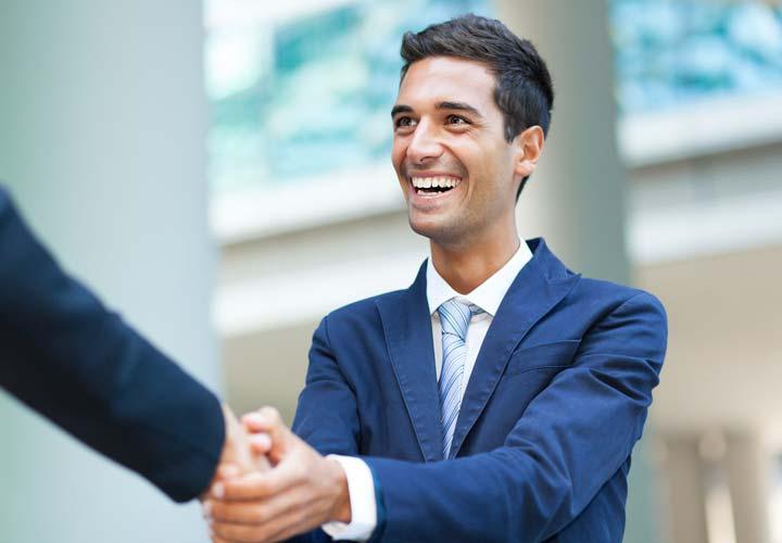 اهمیت لبخند در ایجاد اعتماد و افزایش فروش