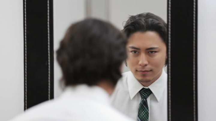 برای کسب مهارت صحبت کردن در جمع، جلوی آینه تمرین کنید