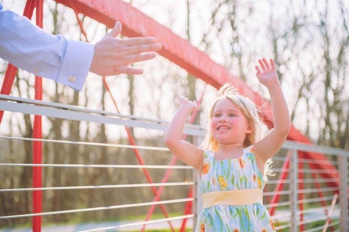 دادن بازتاب مثبت به کودکان باعث افزایش اعتماد به نفس در کودکان میشود.