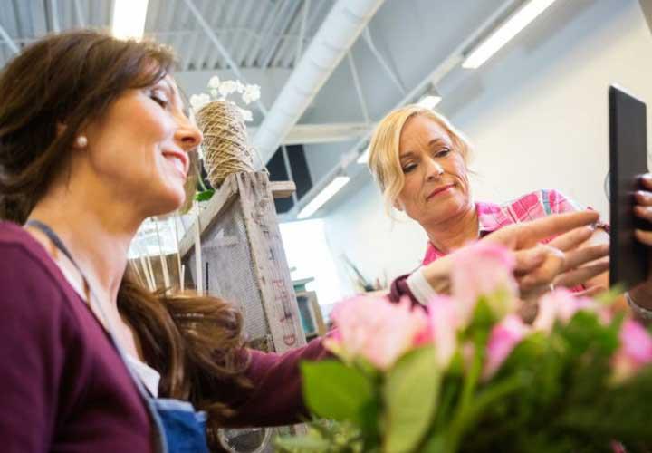 توجه به مشتری در راه جلب اعتماد برای افزایش فروش