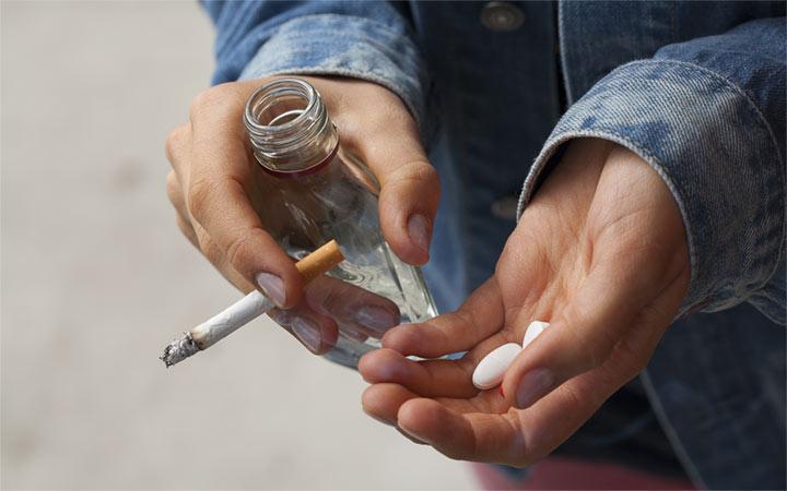 تاثیر سوءمصرف مواد مخدر و مشروبات الکی در اسکیزوفرنی