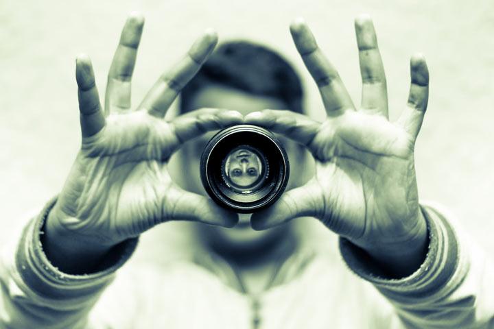 سعی کنید متوجه شوید که در نگاه دیگران چطور دیده میشوید.