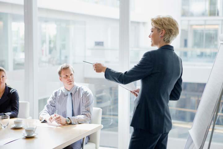 شیوه های رهبری نشاندهندهی نقشهای مختلف مدیران در سازمانها هستند.