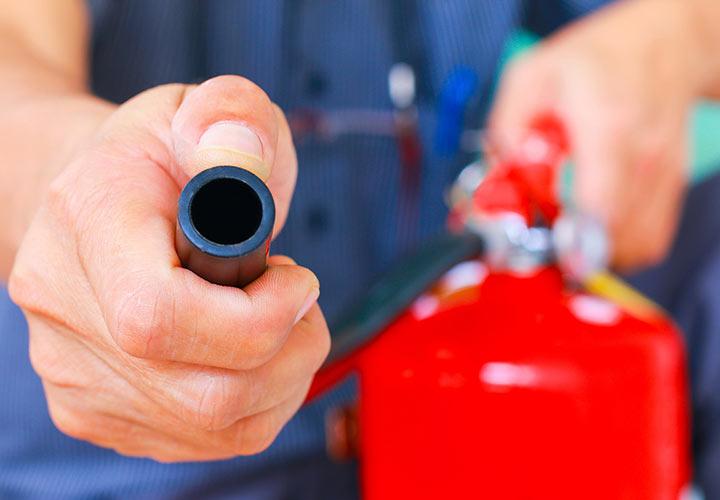 رفع خطرات آتشسوزی از جمله فعالیتهای ایمنی و بهداشت محیط کار محسوب میشود
