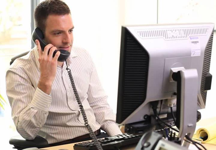 تکنیکهای فروش در بازاریابی - هنر گوش دادن در فروش تلفنی