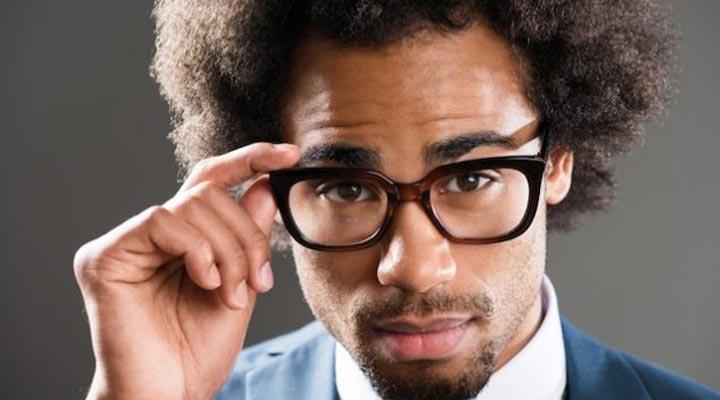 برای اینکه باهوش به نظر برسید، عینک بزنید.