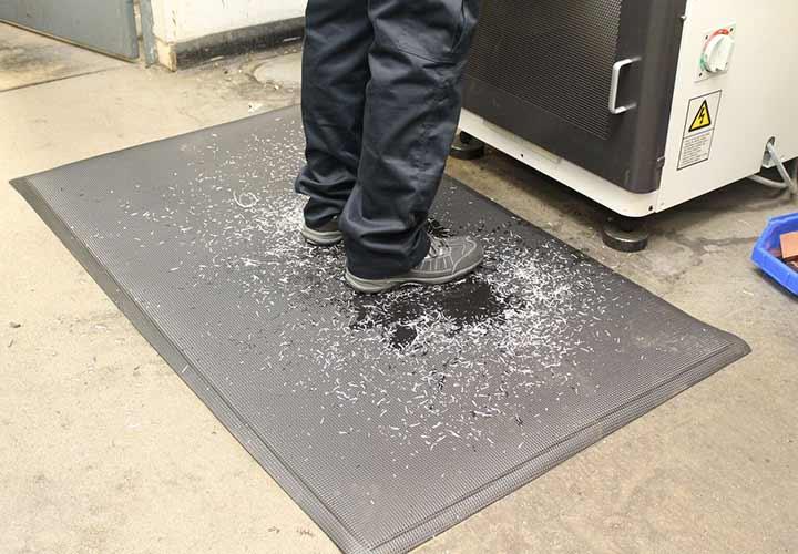 جلوگیری از جاری شدن مواد در محیط کار به منظور حفظ ایمنی و بهداشت محیط کار
